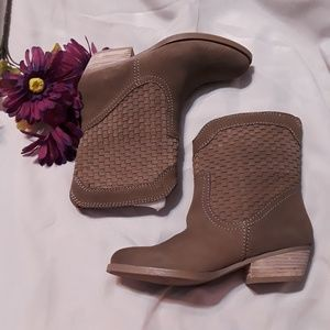 NINE WEST VASHYA BOOYS/ NORDSTROM Out of  stock.